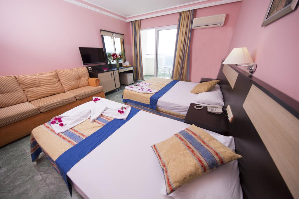 Цены в отеле First Class Hotel