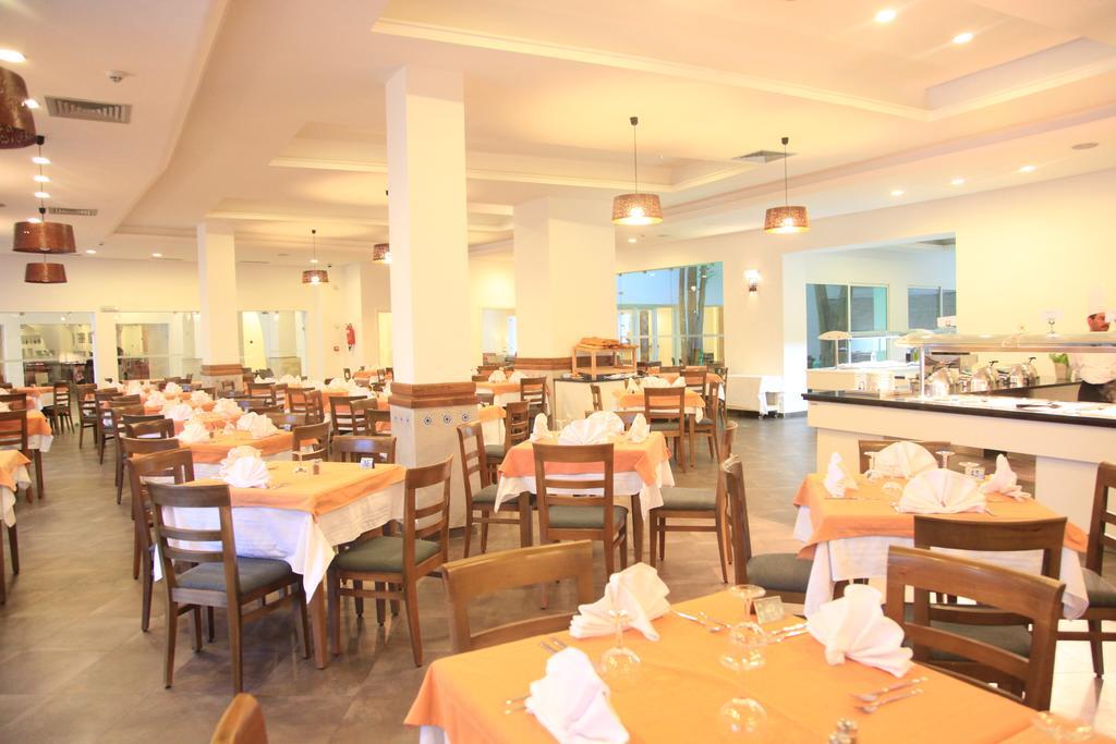 Отдых в отеле Menara Hotel Хаммамет
