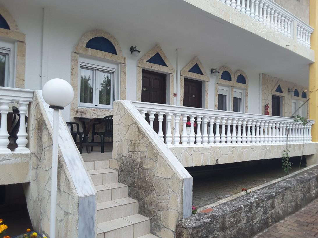 Villa George Hotel Apartments, Кассандра, фотографії турів