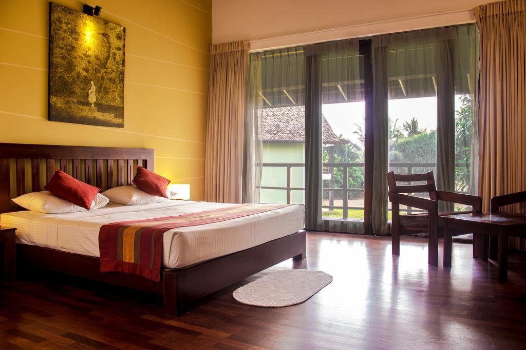 Цены в отеле Kamili Beach Hotel