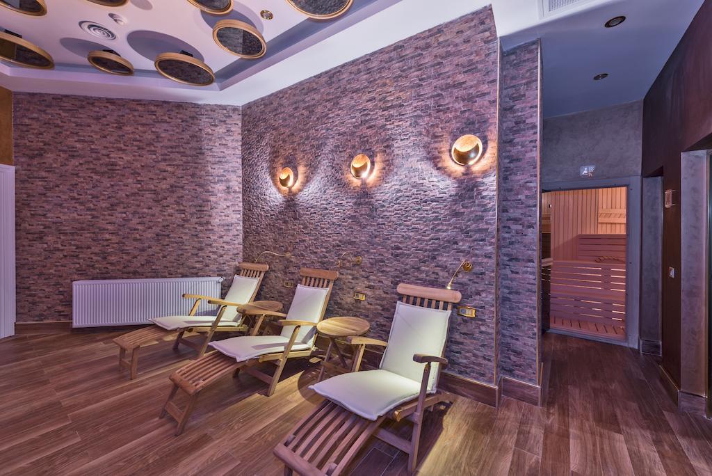 The Million Stone Hotel, 4