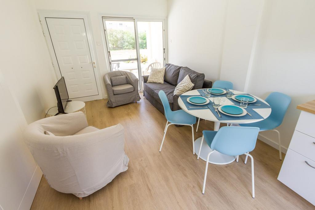 Larnaca Golden Beach Apts, Ларнака