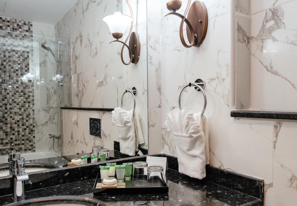 Tulip Inn Al Khan Hotel, фотографии