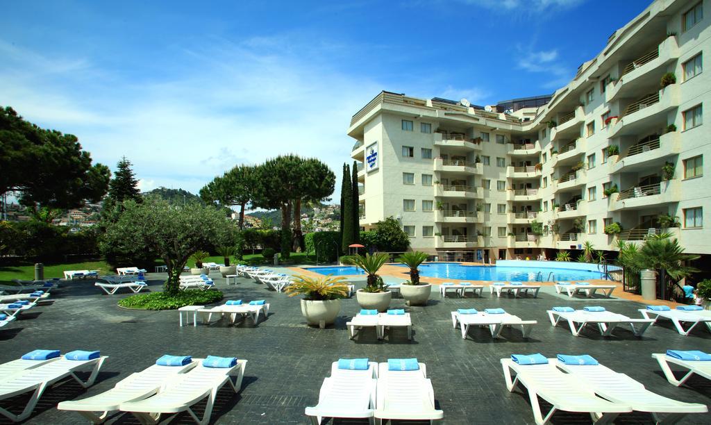 Отдых в отеле Aqua Hotel Montagut