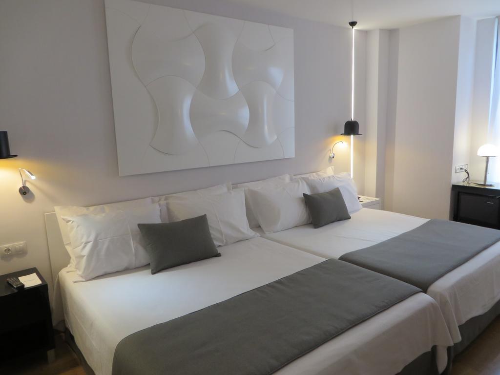 Горящие туры в отель Evenia Rocafort Барселона Испания