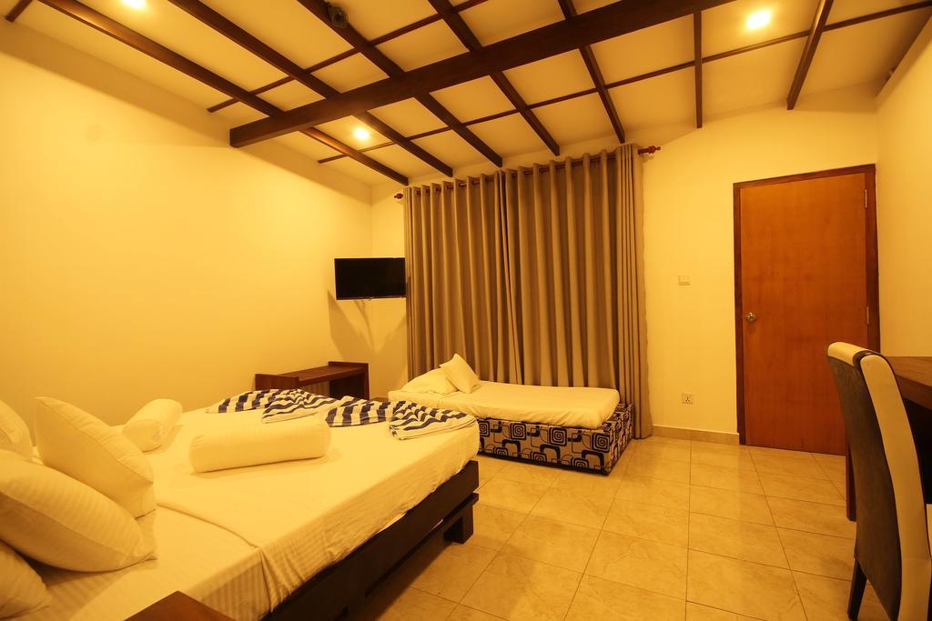 Rock Fort Beach Resort, Шри-Ланка, Унаватуна