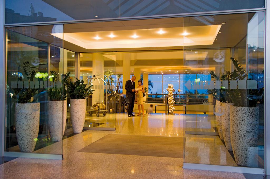 Mediterranean Beach Hotel, 4