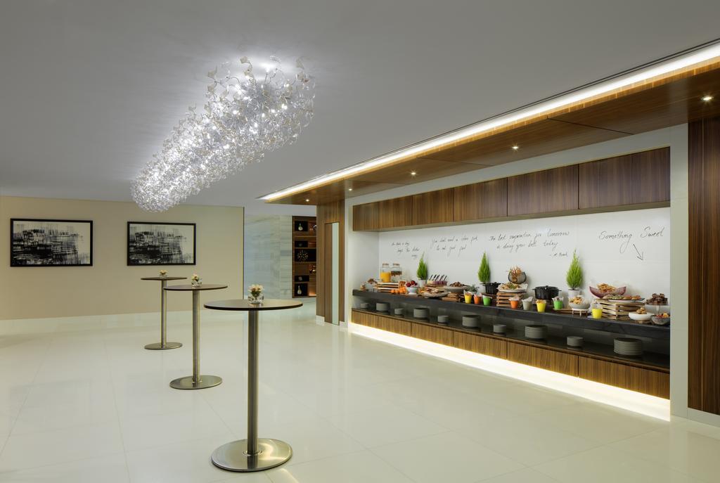 Цены в отеле Radisson Blu Hotel Dubai Waterfront