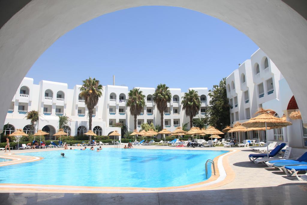 Цены в отеле Menara Hotel