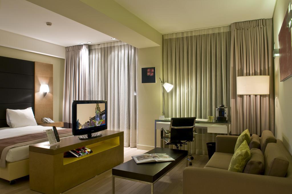 Горящие туры в отель B-Aparthotel Grand Place