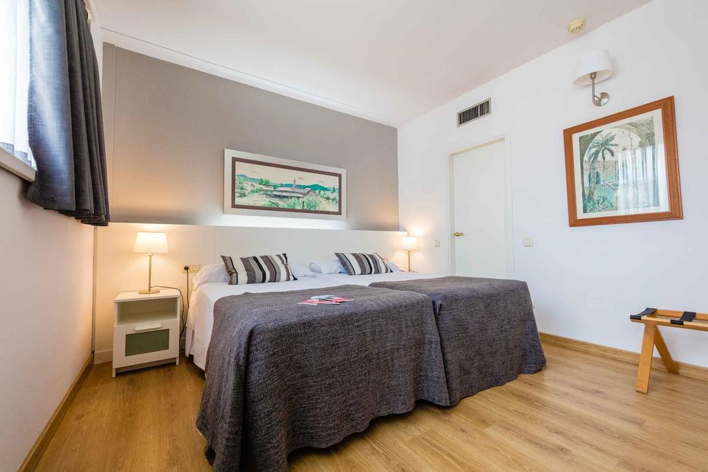 Aparthotel Atenea цена