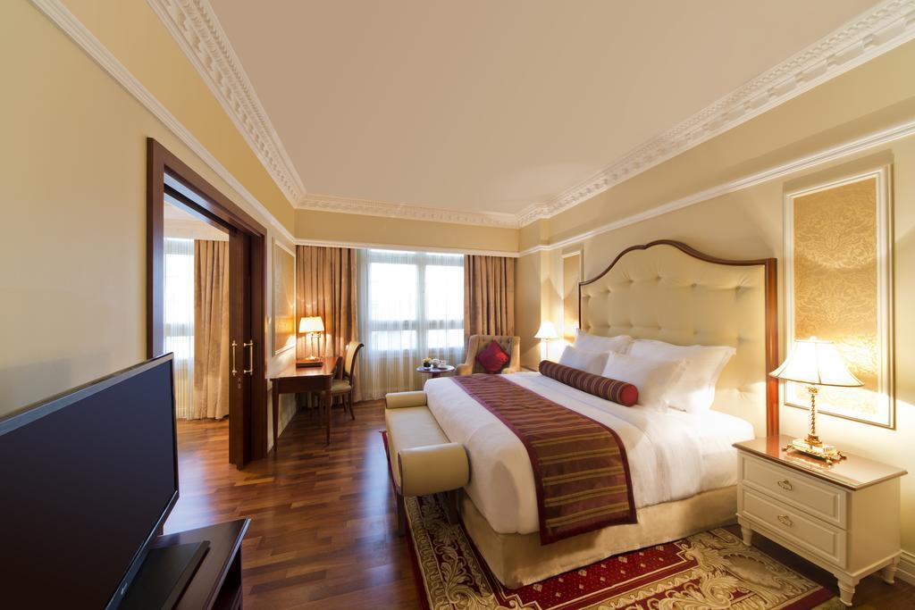 Катар Warwick Doha