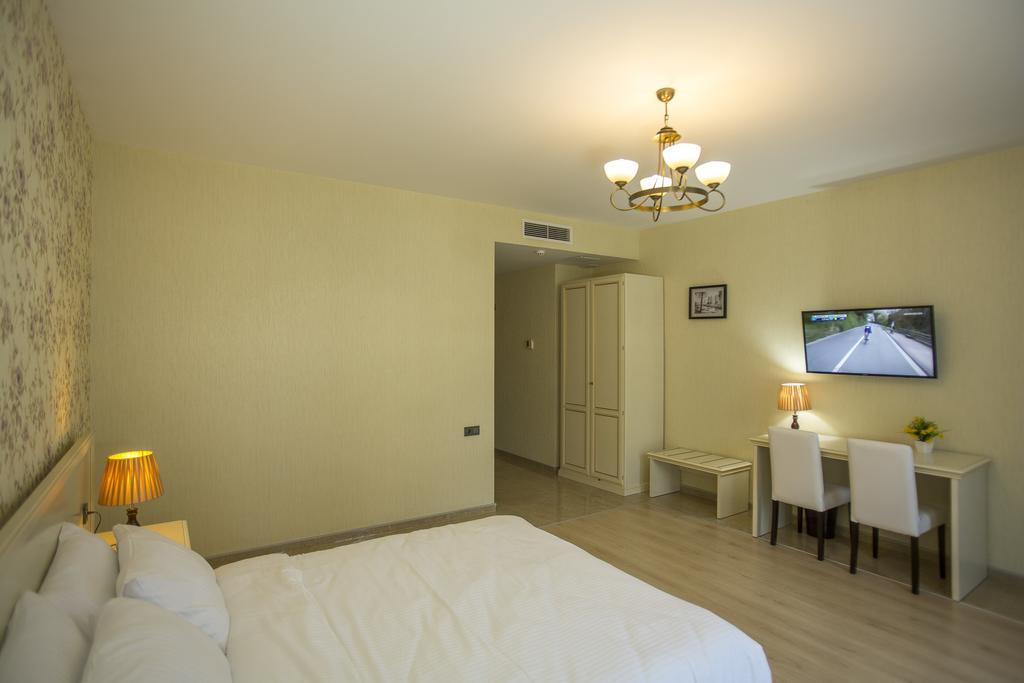 Готель, 4, Ire Palace