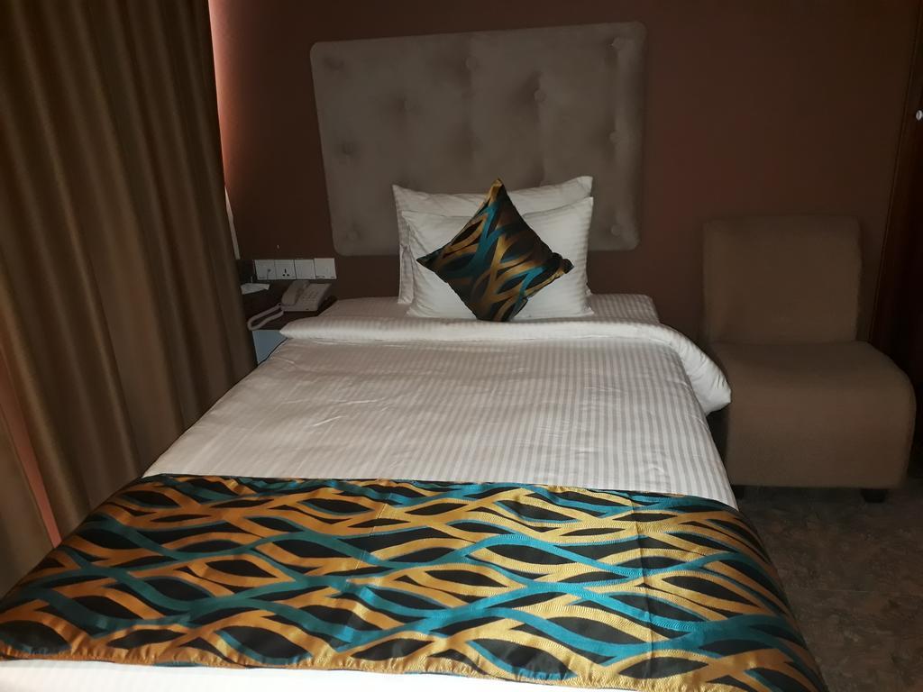 Горящие туры в отель Ocean Queen Ваддува