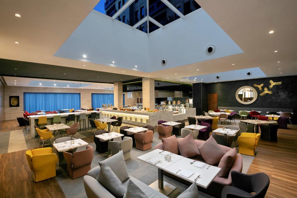 Цены в отеле Hyatt Place Dubai Wasl District.