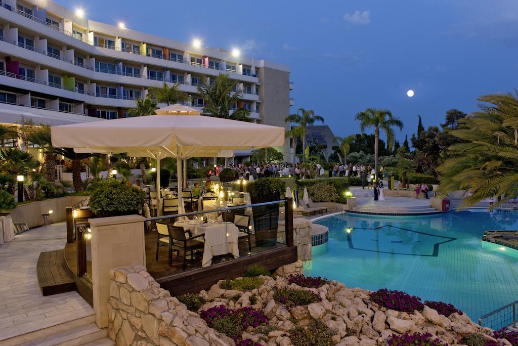Отель, Mediterranean Beach Hotel
