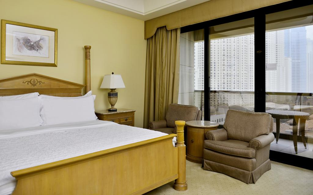 Le Royal Meridien Beach Resort & Spa ціна