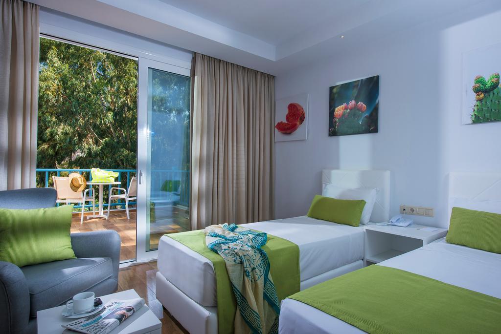 Ціни в готелі Fodele Beach Waterpark Holiday Resort