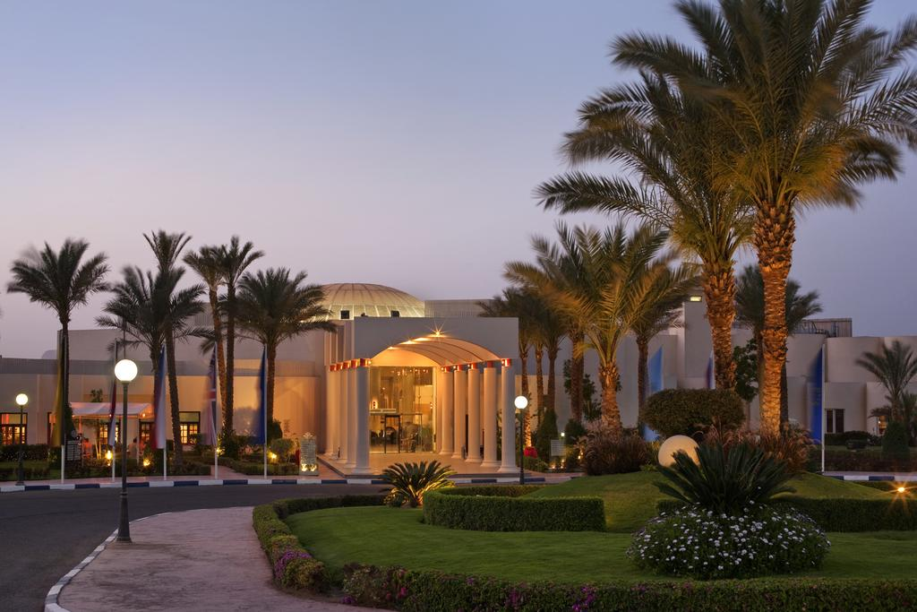 Отдых в отеле Hilton Hurghada Long Beach Resort