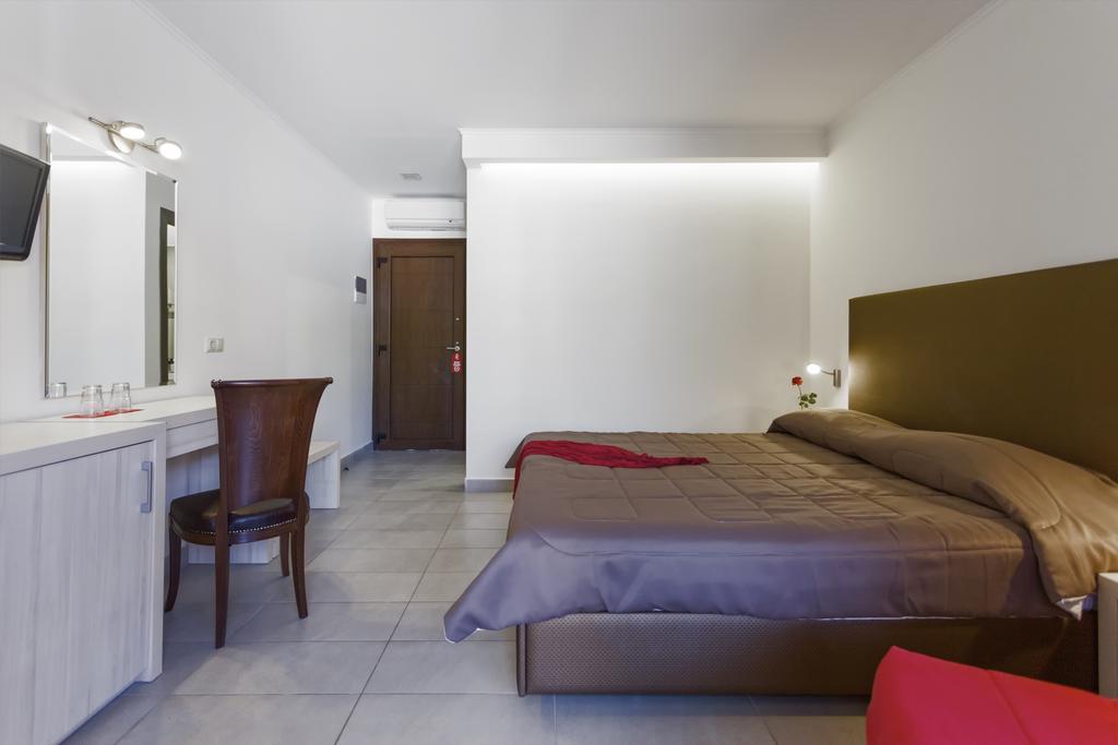 Сітонія Lagomandra Beach Hotel