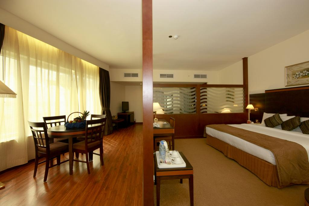Дубай (город) Howard Johnson Hotel Bur Dubai
