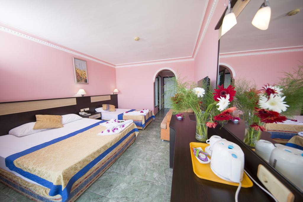 Отзывы гостей отеля First Class Hotel