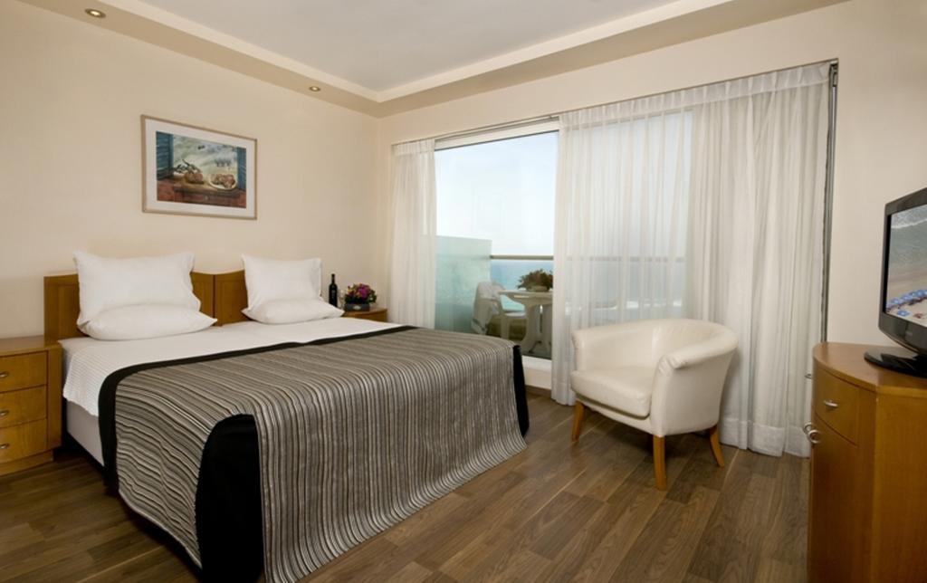 Горящие туры в отель Leonardo Suite Tel Aviv-Bat Yam Бат-Ям Израиль