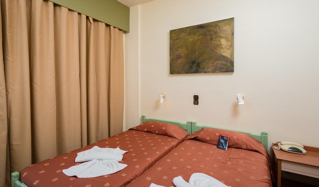 Цены в отеле Nireas Hotel