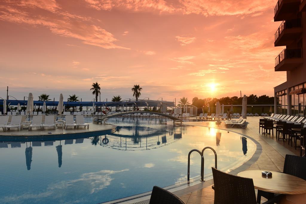 Цены в отеле Hotel Cenger Beach