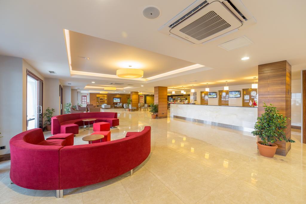 Ramada Resort Akbuk, фотограції туристів