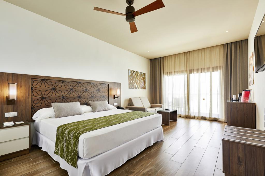 Відгуки про відпочинок у готелі, Riu Atoll