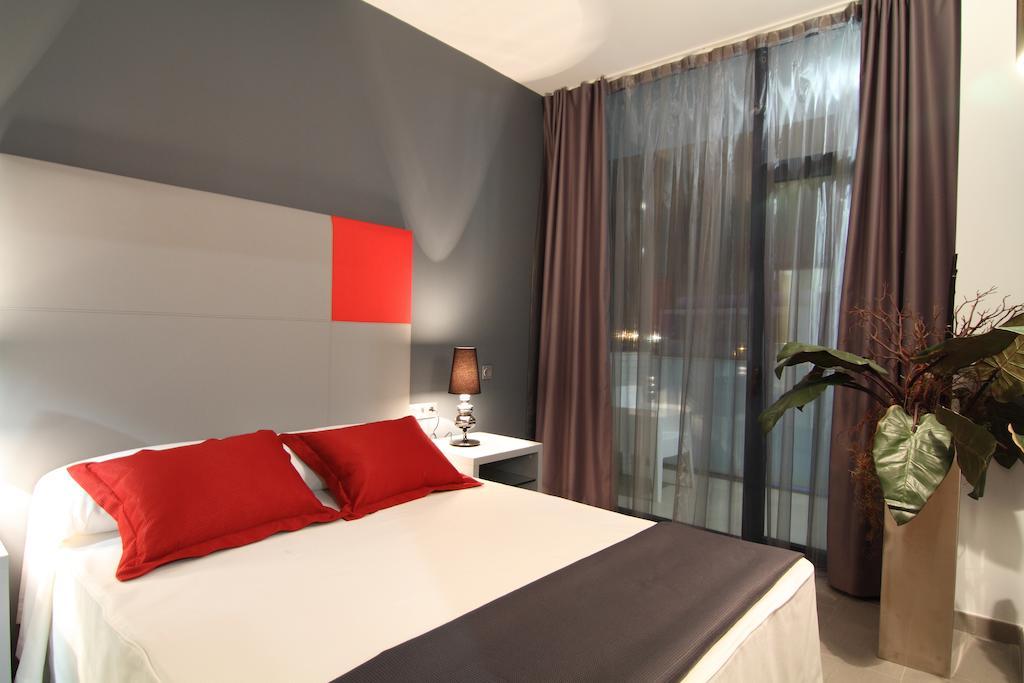 Фото готелю Four Elements Suites