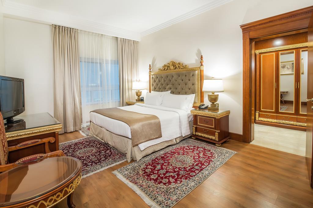 Горящие туры в отель Holiday Inn Bur Dubai Embassy District Дубай (город)