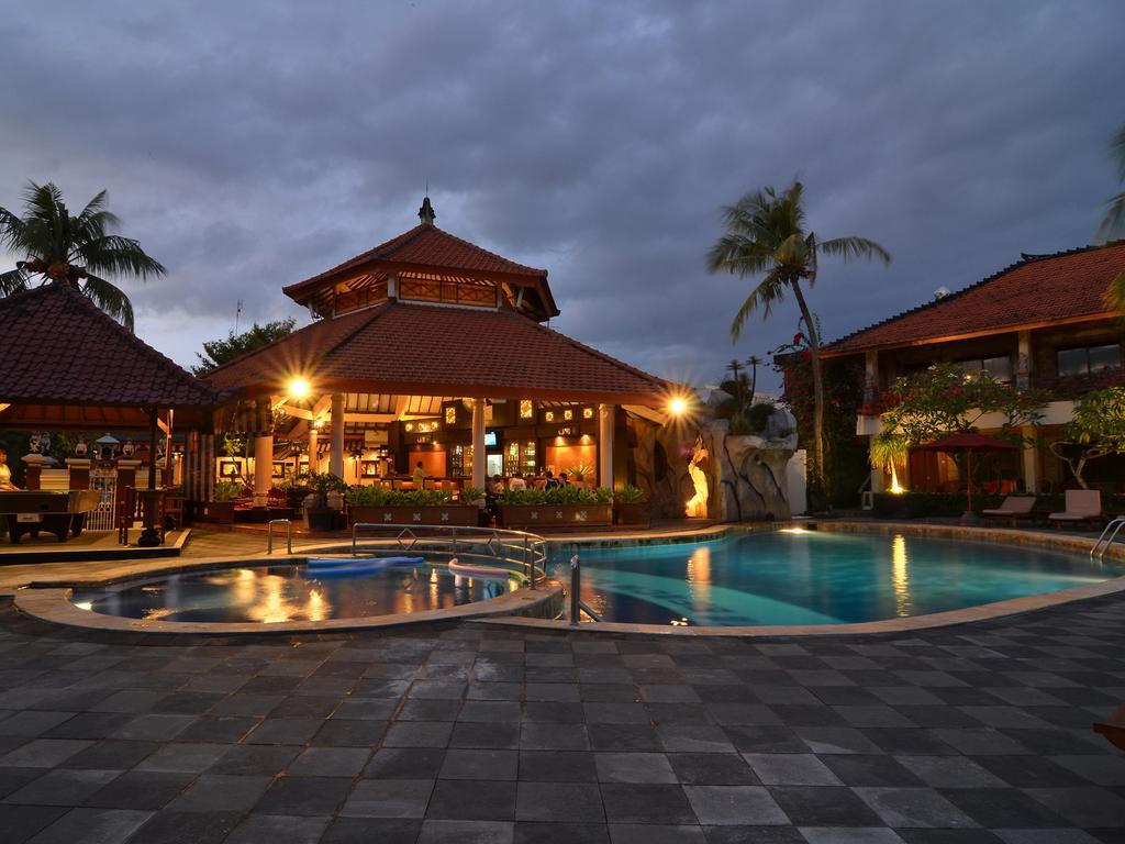 Sol House Bali Kuta, Кута