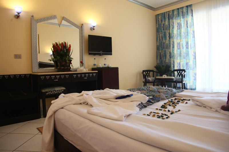 Горящие туры в отель King Tut Aqua Park Beach Resort