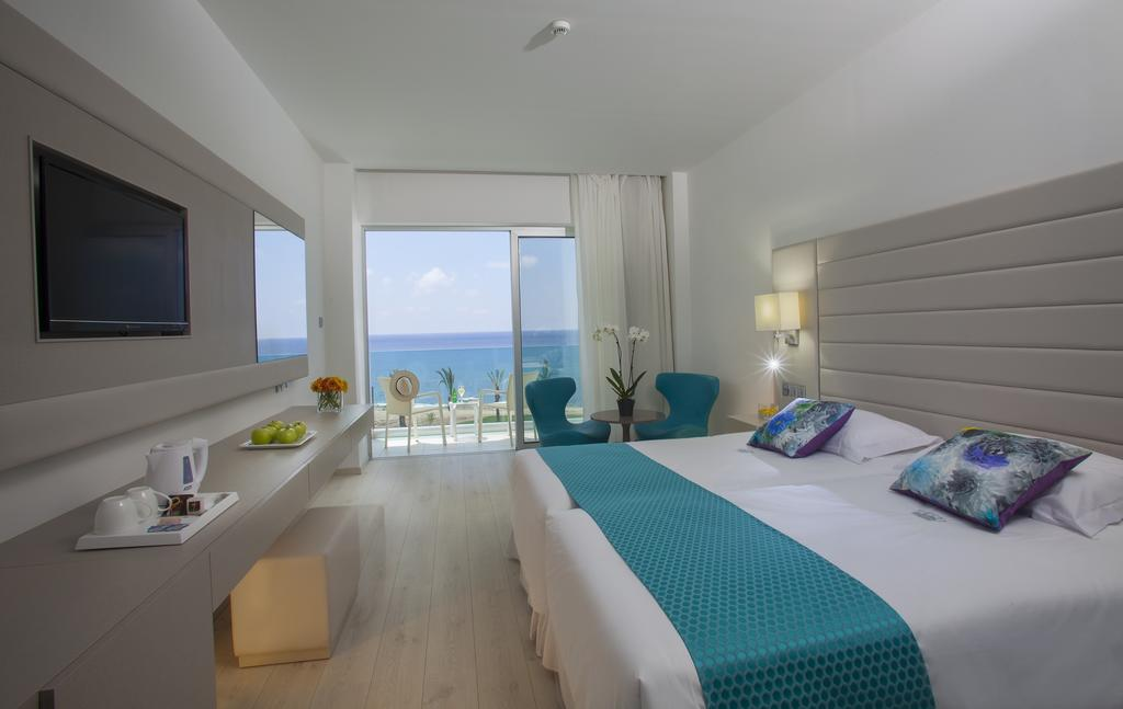 Отзывы туристов King Evelthon Beach Hotel
