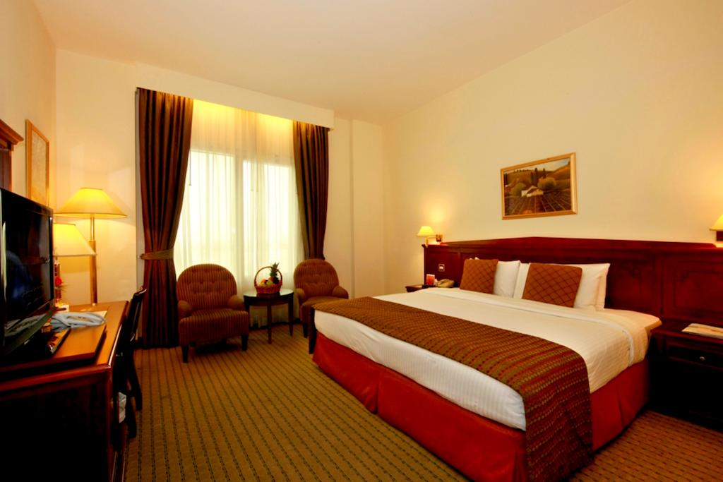 Цены в отеле Howard Johnson Hotel Bur Dubai