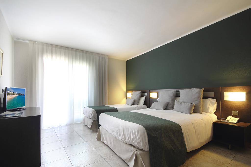 Aqua Hotel Bertran Park, фотограції туристів