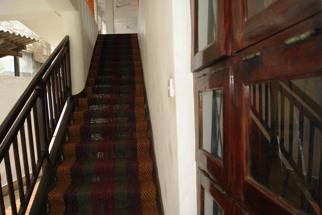 Отель, Унаватуна, Шри-Ланка, Prime Time Hotel & Bristol