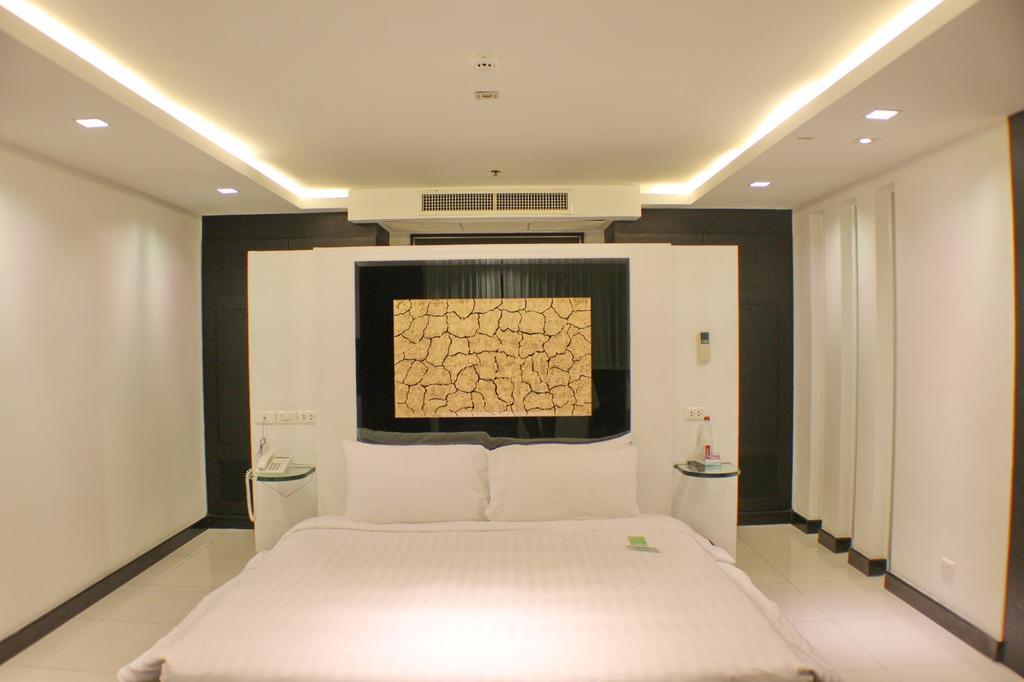 Отель, Amari Nova Suites