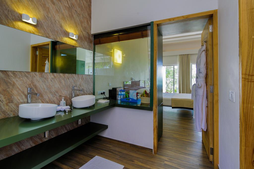 Гарячі тури в готель Cocoon Maldives Лавіані Атол Мальдіви