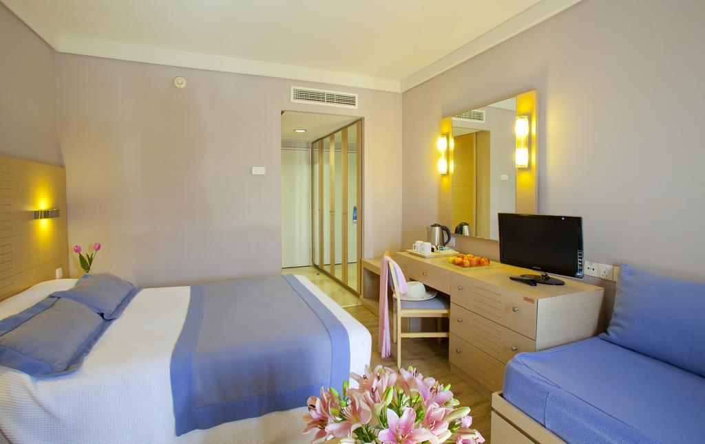 Горящие туры в отель Louis Ledra Beach Hotel Пафос