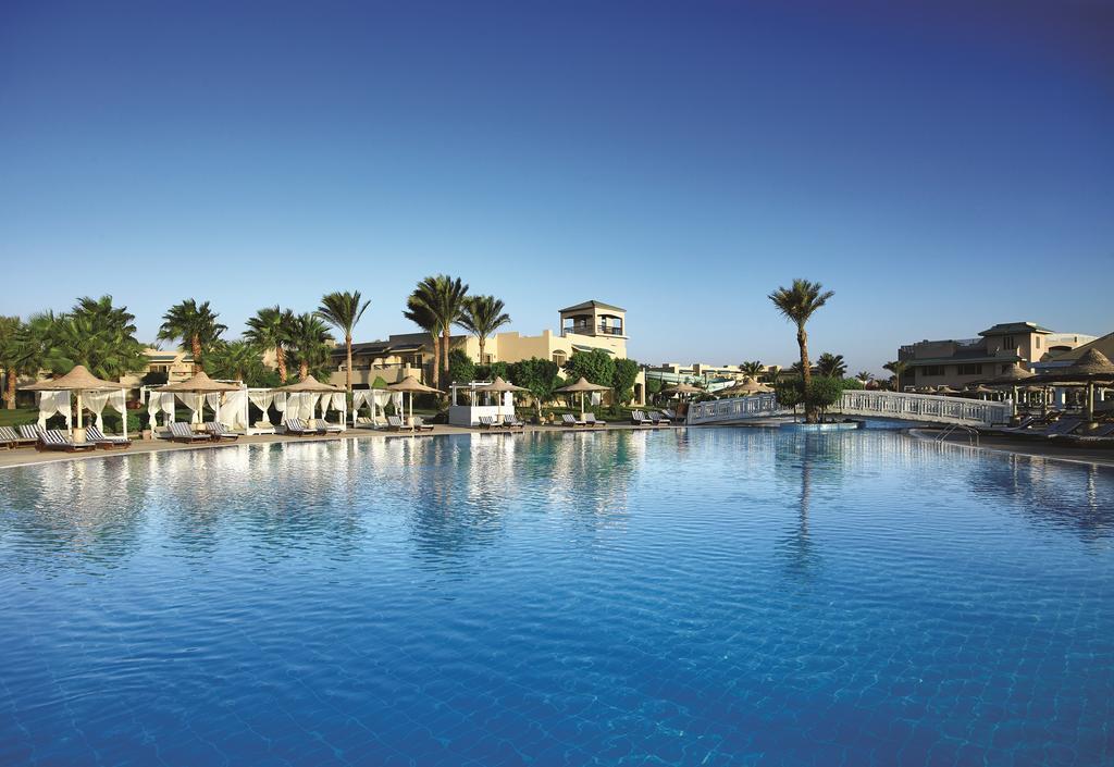 Coral Sea Holiday Resort фото туристів