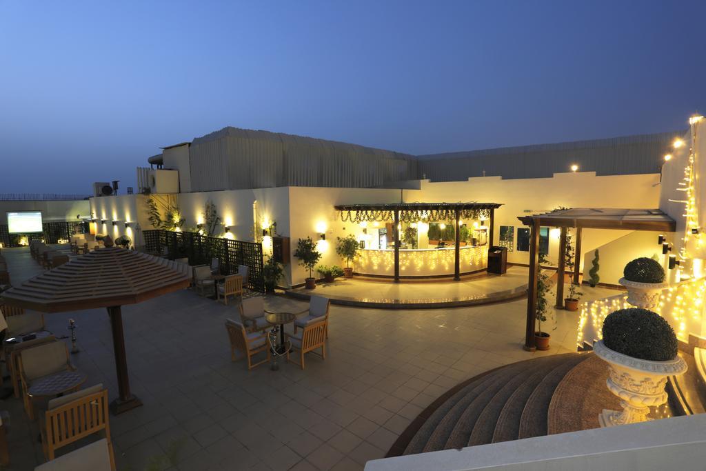 Cassels Al Barsha Hotel, питание