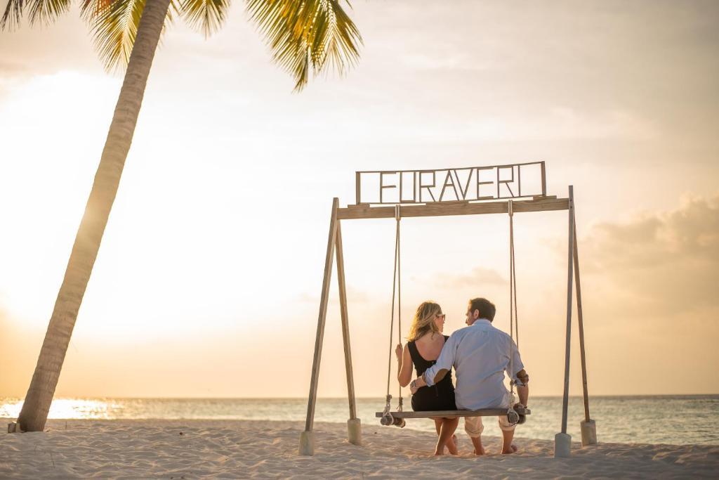 Тури в готель Furaveri Island Resort Раа Атол Мальдіви