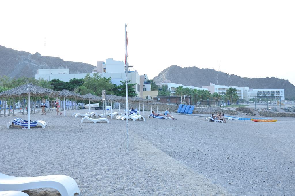 Отзывы об отеле Holiday Beach Resort