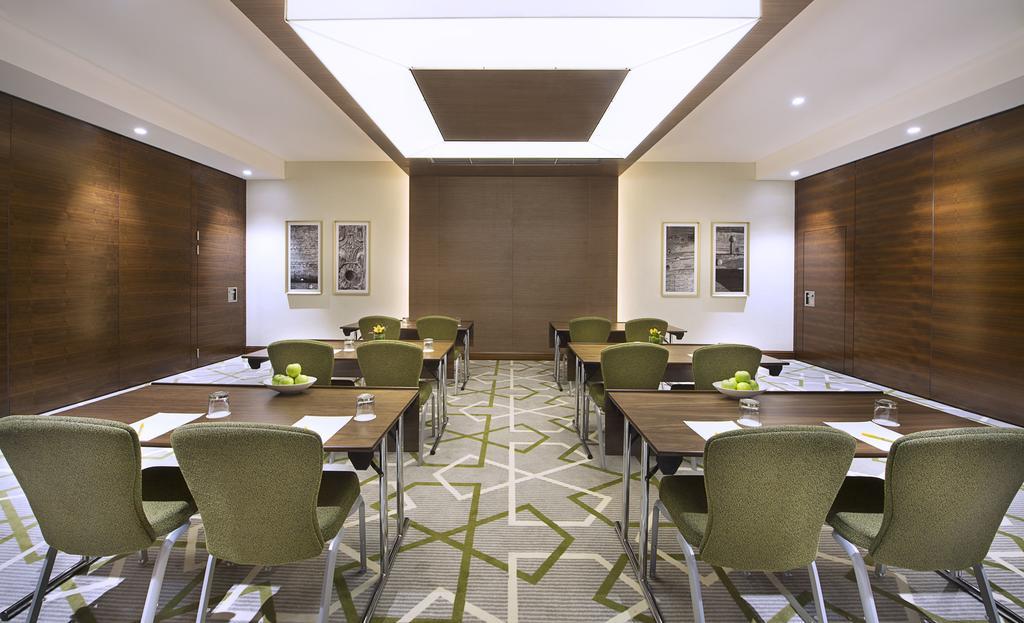 Дубай (город) Hilton Garden Inn Dubai Al Muraqabat цены