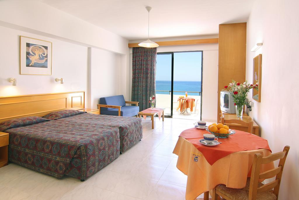 Пафос Corallia Beach Hotel