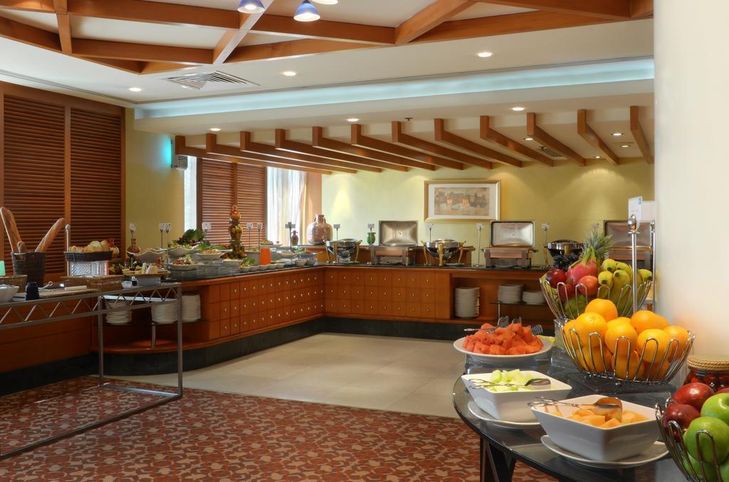 Отдых в отеле Swiss Belhotel Sharjah (Ex. Sharjah Rotana)
