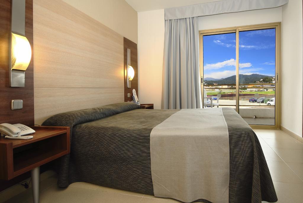Горящие туры в отель Aqua Hotel Aquamarina Коста-де-Барселона-Маресме